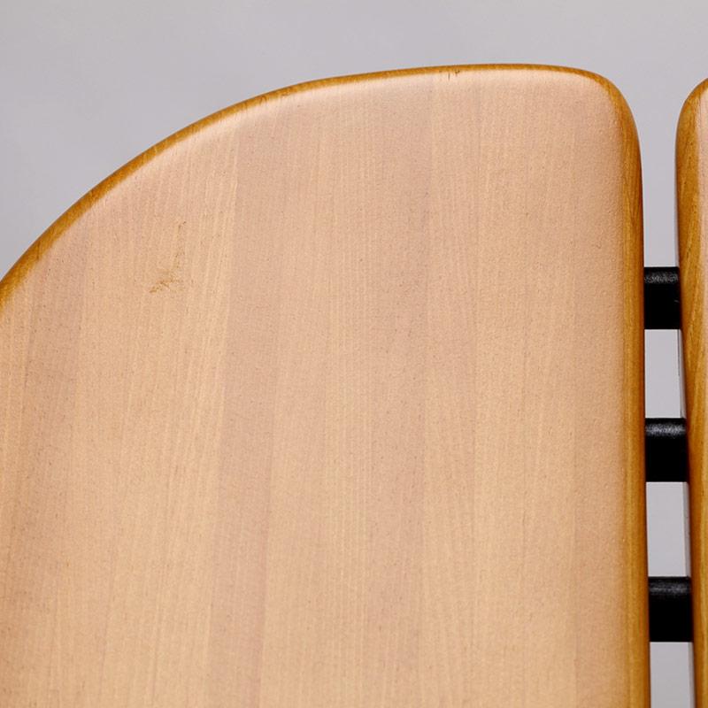 0036 / 座面にご飯粒ほどの擦れ跡がありますが、光の当たり加減で見えたり見えなかったりする程度です。