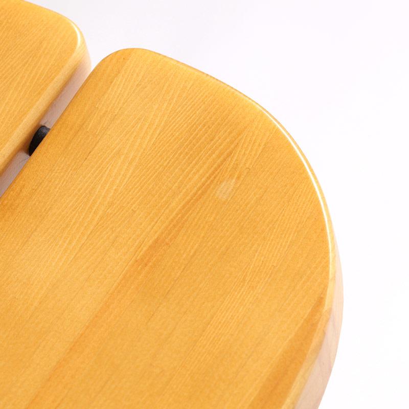 0039 / 座面に大豆ほどの白っぽく見える部分があります。