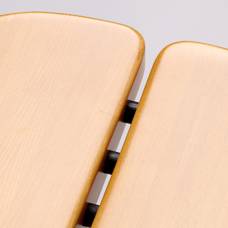 0036 / 座面に1cmほどのライン状の僅かな凸がありますが、角度によって見えたり見えなかったりする程度です。