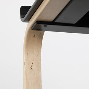 0025 / 軽いゆらつきがあります。ラグを敷いたり足裏にフェルトを貼れば気にならない程度です。