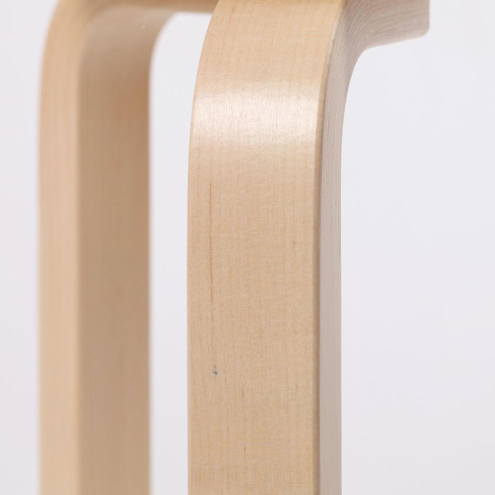 0216 / 脚の上方に極細い繊維が集まってくっ付いています。僅かに膨らんでいますが、引っ掛かりはありません。