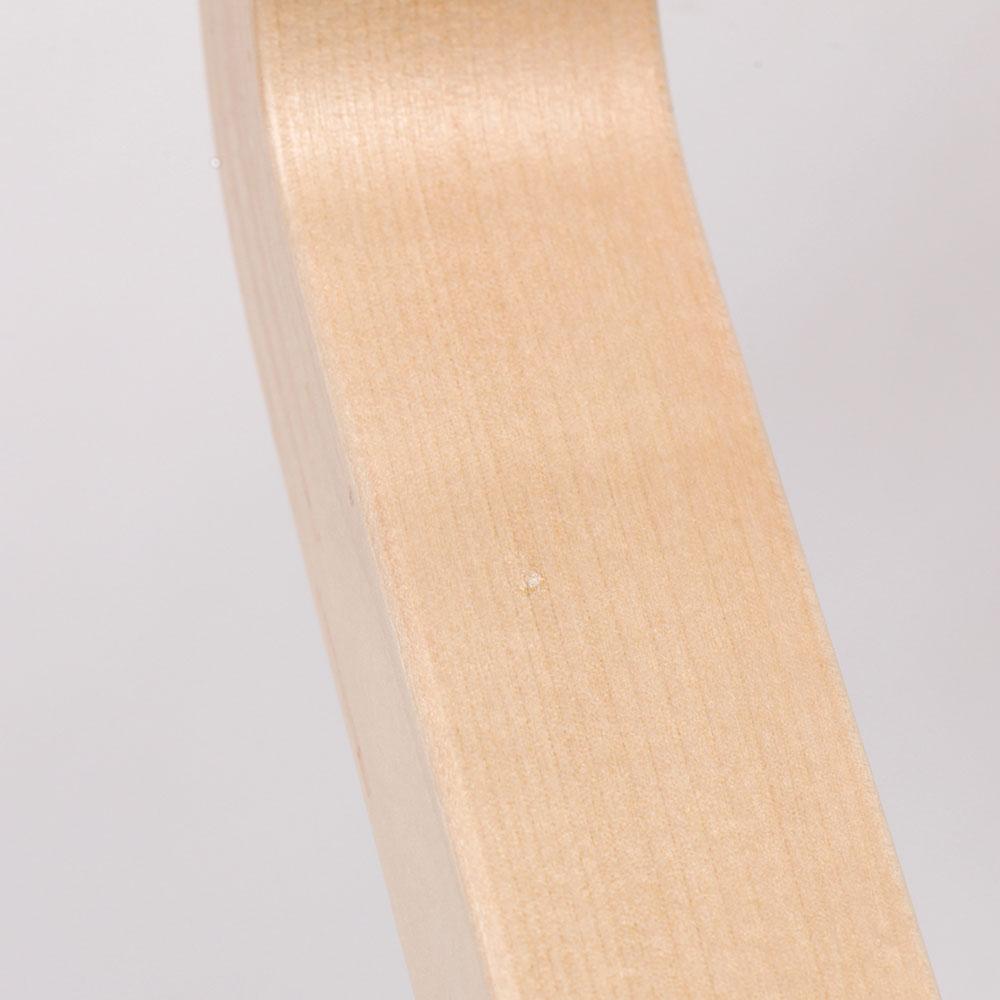 0222 / 脚の上方内側に塗料の溜まりがあり、少し膨らんでいます。