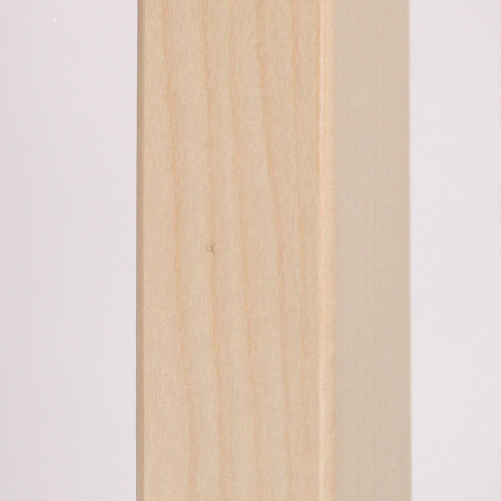 0225 / 脚の下方側面に極細の繊維の混入があります。膨らみも感じないほどで目立つものではありません。