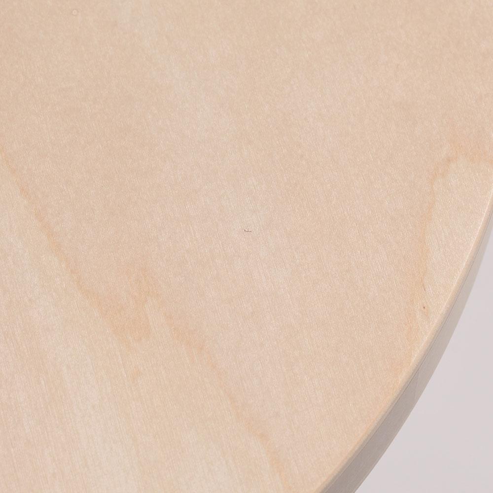 0226 / 座面の端に極細の繊維の混入があります。