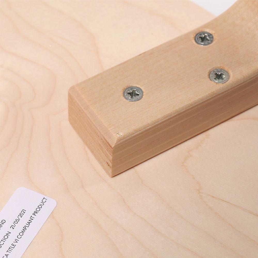 0226 / 脚の付け根に軽い凹みがあります。ひっくり返さないと見えない部分です。