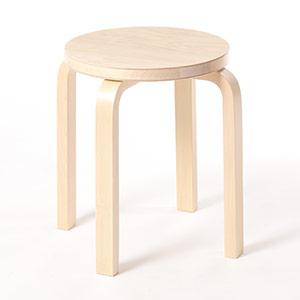 0103 / 座面に木目が僅かに粗い箇所があり、軽い凹凸があります。とは言え、表面に引っ掛かりはなく、パッと見では気付かない程度です。
