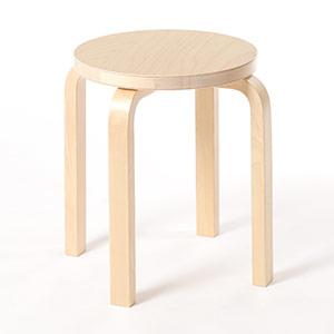 0104 / 座面に木目が僅かに粗い箇所があり、軽い凹凸があります。とは言え、表面に引っ掛かりはなく、パッと見では気付かない程度です。