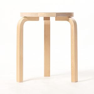 1864 / 座面に木目が僅かに粗い箇所があり、軽い凹凸があります。とは言え、表面に引っ掛かりはなく、パッと見では気付かない程度です。
